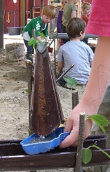 Wasserbahn Aus Regenrinnen Kindergarten Ideen